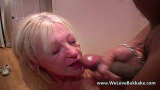ältere  ehefrau macht extrem vollgewichst