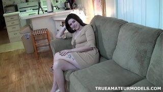 Amateurin Studentin Modeling Nude zu Hause und Spreadin