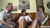 Bisexual Deutsch Dame vögeln in Dreier