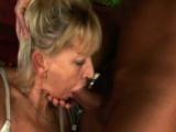 Grossmutter bekommt Mund und Fickloch stuffed von boner