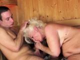 hänge Omi durchgefickt heftig in der sauna Raum