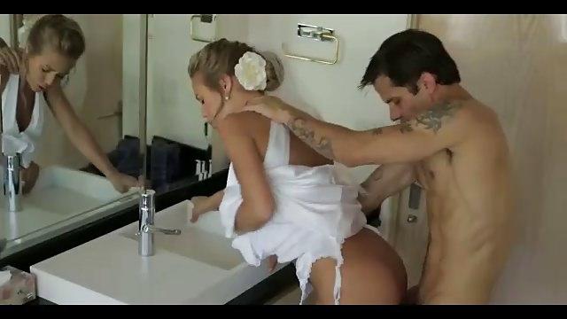 porno-seks-nevest-v-plate-skritaya-kamera-video-skolko-stoit-odna-shlyuha-na-noch-v-ufe