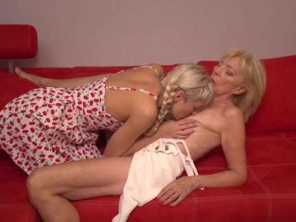 blondierte mädel lecken aus ihrer Großmutter
