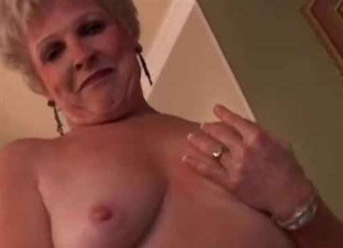geile Oma hatte ein feuchte Fickloch