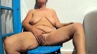 groß boobs Omi und Mamas