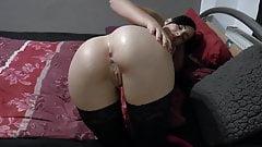 Gepiercte Studentin braucht dringend einen Schwanz im Arsch