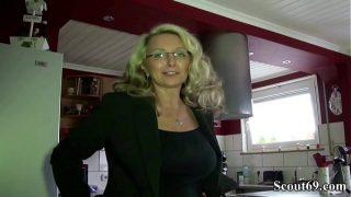 DEUTSCHE geile Hausfrau MIT MEGA TITTEN wird vom Nachbarn