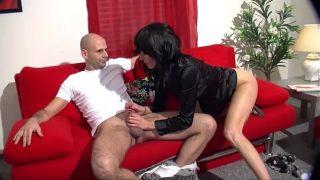 Amateure Ehepaar fickt auf der couch HD