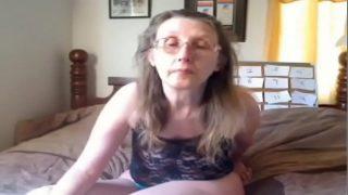 die Doktor pays Dame Brüste eine Besuch