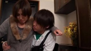 heiße asiatische japanische mutti gerammelt ihrer junge Sohn