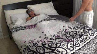 Madisin Lee in Mommy's Sleepy  Ich abgefickt meinem Maskiert momma