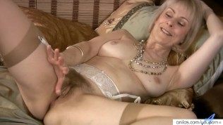 haarige Hausfrau wichsen mit Beads