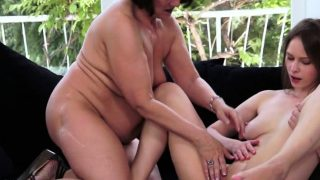Lesbo Oma wird behaart  fingered deeply