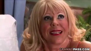 geile Oma hat großem schwarzem Schwanz Arschficken
