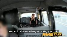 versteckte Taxi blondhaarige mit pull auf Strümpfen