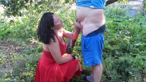 Blasen und Sperma auf die Brust gewichst und vollgepisst