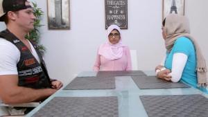 Arabische Stiefmutter überredet ihre neue Stieftochter zu einem dreier