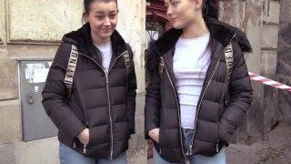 Naive Zwillinge von der Straße aufgegabelt