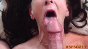 versaute Omi bekommt Penis In jeden nasse Loch