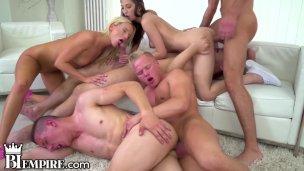 BiEmpire 4 Hunks und 2 Weiber Enjoy einem Bisex Poficken Sexorgie'