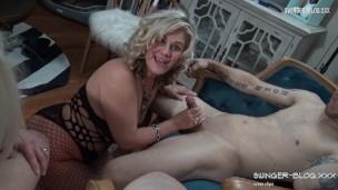 geile housewives Saugen mehrere schwänze in diese exclusive Amateurin Swinger video'