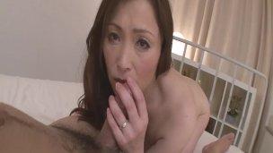 geile Mature i like to Fuck  Miyama Ranko reitet Schwanz an POV mehr zu Japanesemamas com