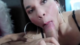 HD – TRANSEX PASSIVA COM UM PIROCUDO/Brazilian shemale get her as fucked by a giant dick
