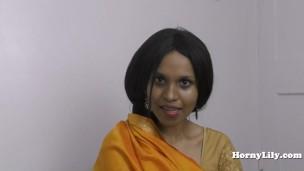 HornyLily's Hochzeit Nacht Hindi pov Rollenspiel'
