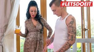 KinkyInlaws Eva Ann gute aussehende ostblock reife Frau bekommt ihr Hinterpforte und  flachgelegt von Versaute stief Sohn LETSDOEIT'