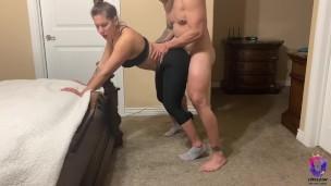 Yoga instructor bekommt genagelt von ein von ihr Studentinnen'