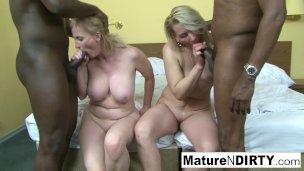 zwei blondine Omas haben an Afrikaner vierer'