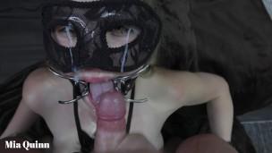 kehlenfick gagging pinkeln mit eine open Mund kotz Mya Quinn