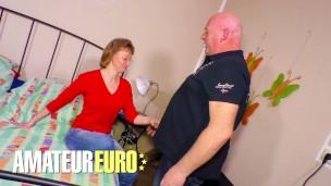XXXOMAS Deutsche Dame wird DICKED runter von ihren Nachbar