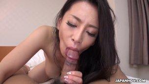 Japaner reife Frau, Rei Kitajima lutscht Schwanz, unzensiert