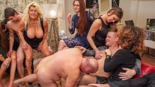 reiche bisex Paar throws ein Feier